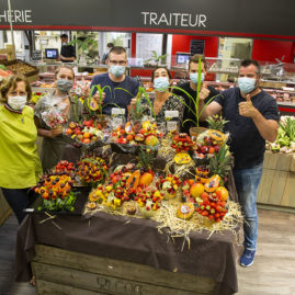 IFCAS formation corbeilles de fruits, des halles et des gourmets, le groupe devant les réalisations de la journée, angers, primeurs, primeurs bio