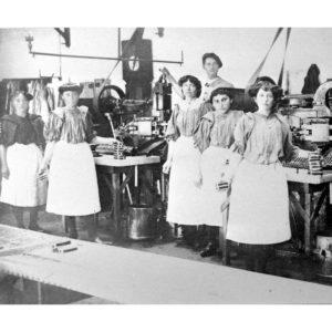photo d'archive : les sardinières à Saint GIlles Croix de Vie. Source : LA PERLE DES DIEUX